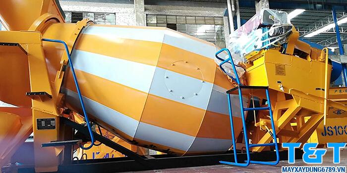 Bồn trộn bê tông YHG3 được trang bị công suất đầu nổ D24, có dung tích trộn 3m3 , thích hợp lắp đặt trên xe tải 5 tấn