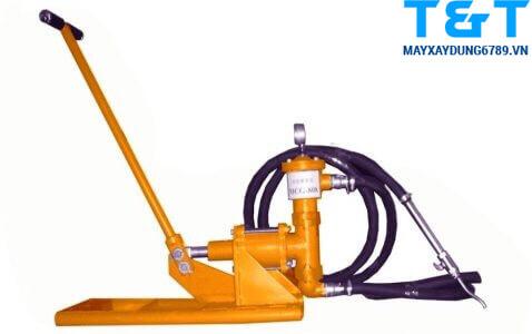 Máy bơm vữa bằng tay CG-050M có nhiều ưu điểm vượt trội từ thiết kế cho đến vận hành
