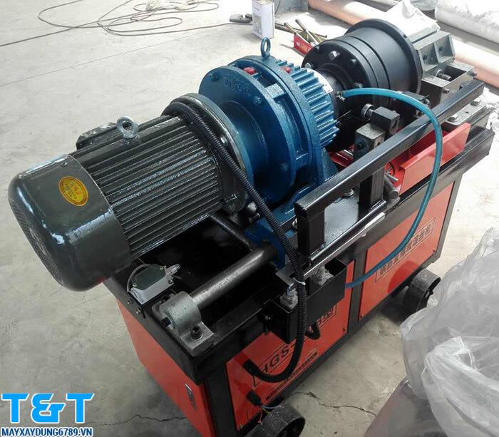 Máy lăn ren HGS40-B sử dụng điện năng 380V, có động cơ 5.5 Kw, số vòng tiện được trên phút là 62 vòng