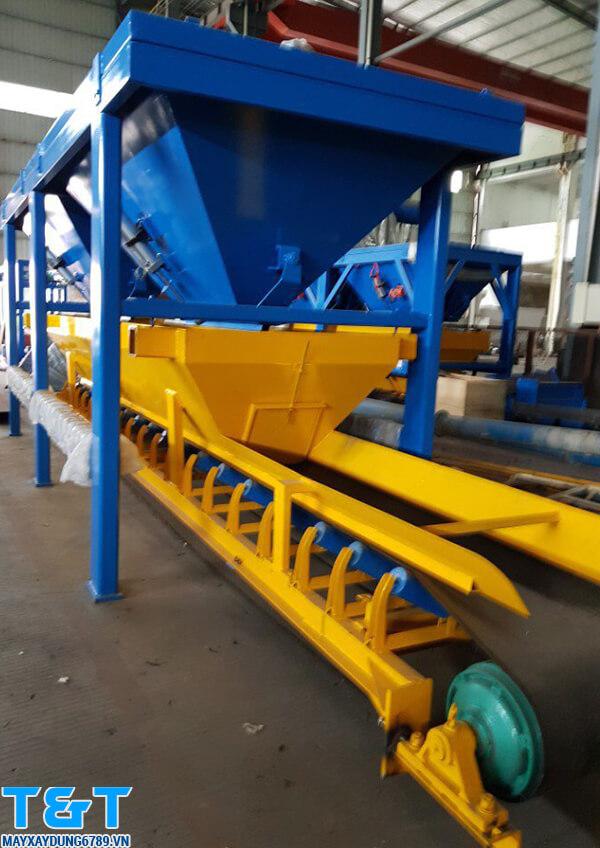 Phễu cấp liệu PLD-1200 chính hãng có công suất là 60m3/h, tốc độ băng tải là 1,25m/s, độ chính xác: ±2% và động cơ chính là 3x2.2kW