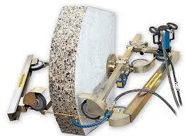 Sử dụng máy cắt bê tông bằng dây kim cương