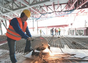 Sử dụng máy cắt sắt an toàn và hiệu quả